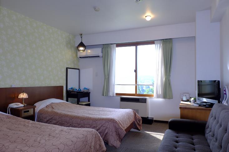 部屋に居ながら絶景を楽しめる北アルプス側の客室