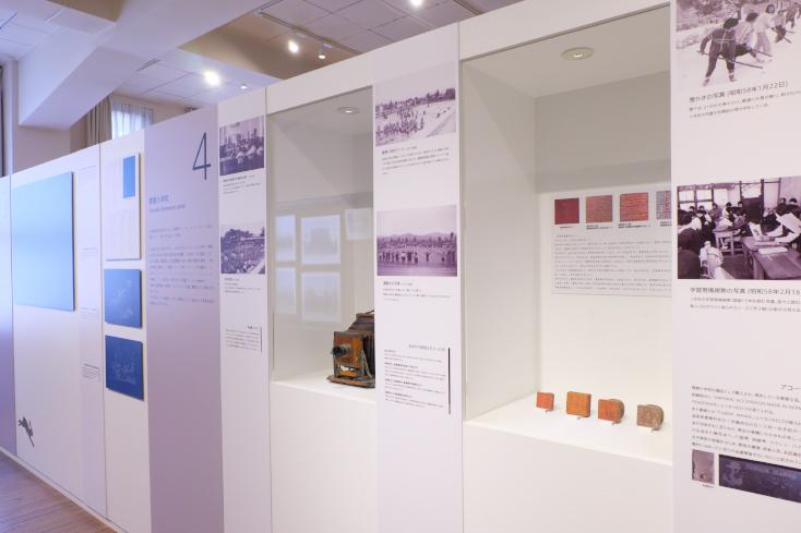 1階には展示室や図書館。ライトアップイベントも人気