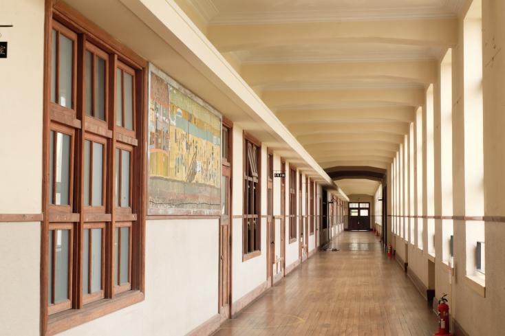 全長100メートルの美麗な廊下は必見!