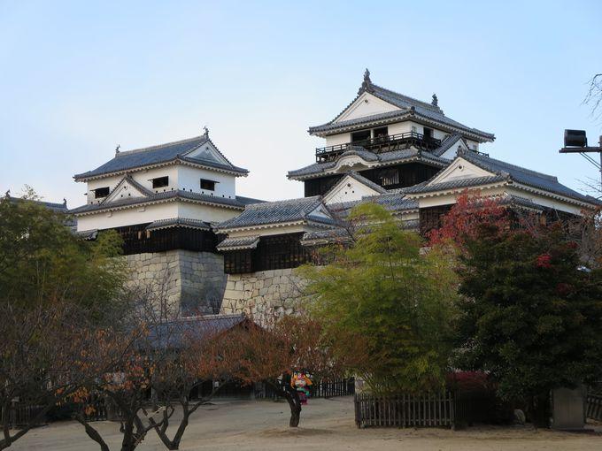 まずは松山城へ。