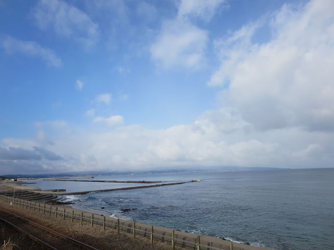 氷見線沿いの富山湾。
