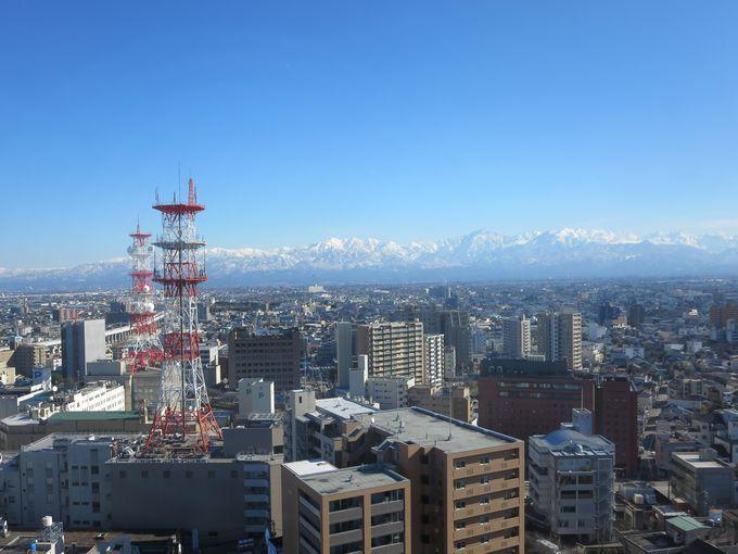 富山市役所の展望塔。
