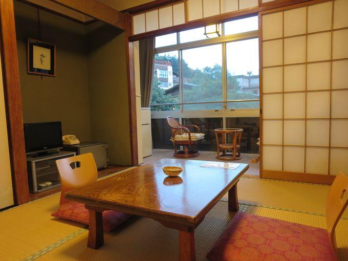 昭和を感じる室内。