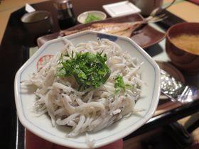 湯河原の源泉宿「ゆっくり」で、自慢の朝食と静かな時を。