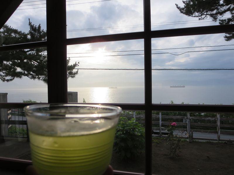 函館「ティーショップ夕日」で、オルゴールの音色と日本茶を。