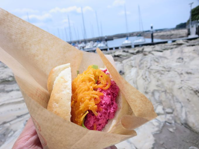 海を眺めながら食べる!