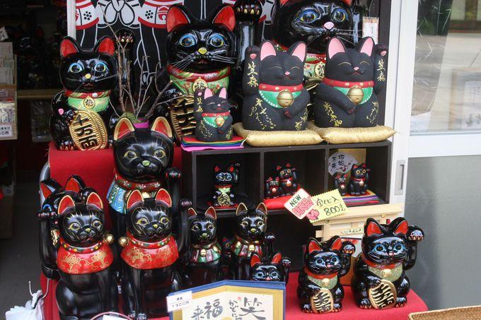 おみやは、御利益がある「招き黒猫」でしょ!