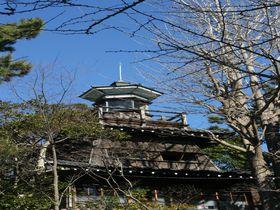千葉「船橋大神宮」の灯明台を見上げ、明治の息吹を感じる旅