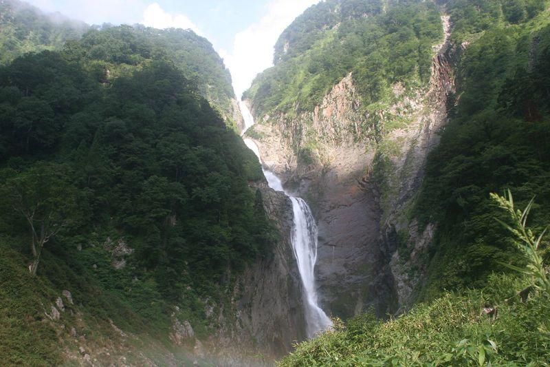 富山・立山「称名滝」へ!春に!夏に!そして秋によし!