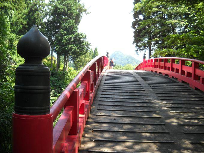 彼岸と此岸の架け橋「布橋」を望む