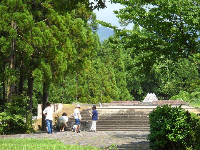 「鏡石」に映しだされる「天界」にある「須弥山」の逆さ像を楽しむ!