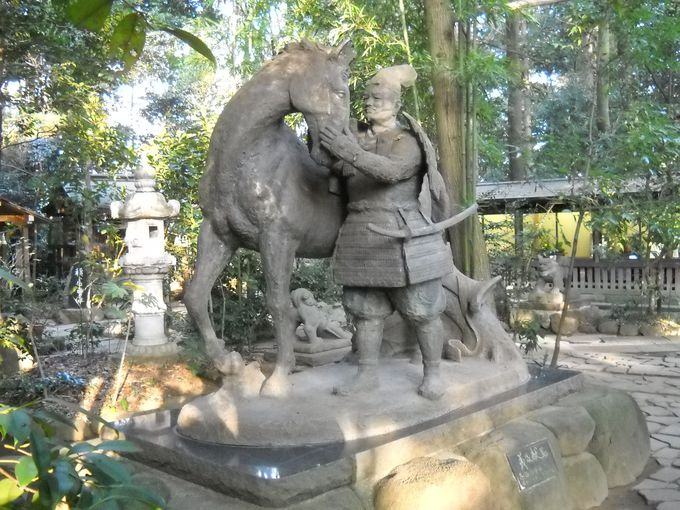 源義家献馬の像