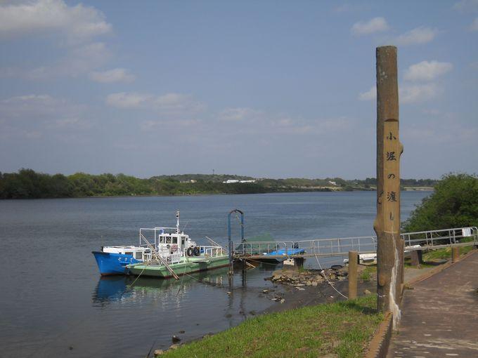 「小堀船着場」で出航を待つ渡し船「とりで号」
