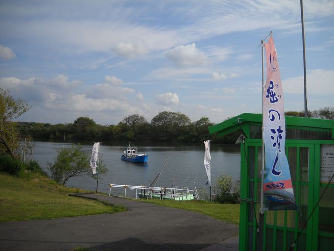 小堀を出航した渡し船は、駐車場前船着場へ無事到着!