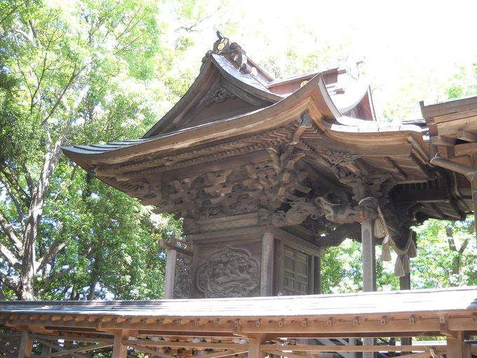 本殿の「琴を奏でる彫刻」の不思議