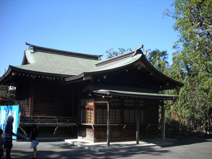 拝殿横にある神楽殿
