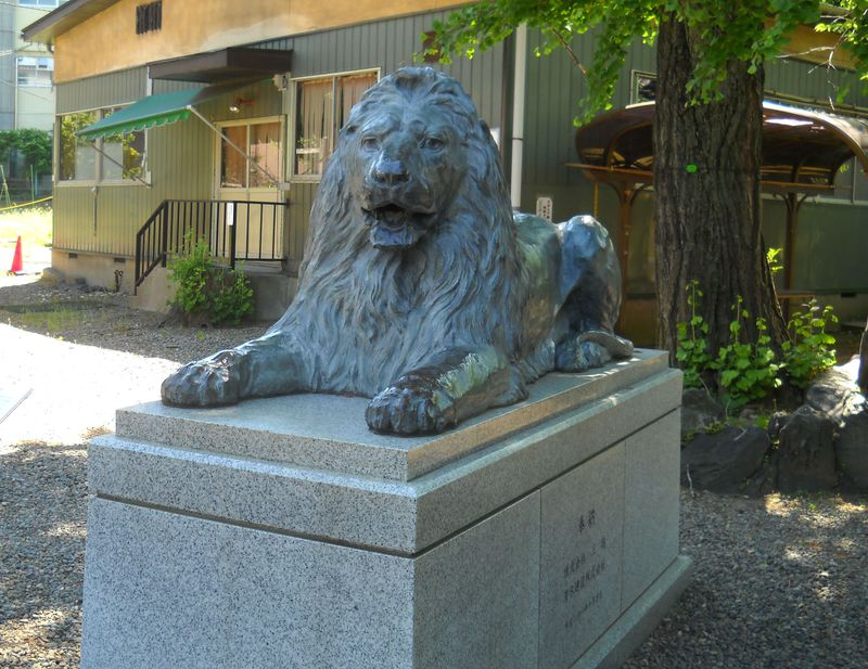 あのライオンはここにいた!東京・墨田区「三囲神社」