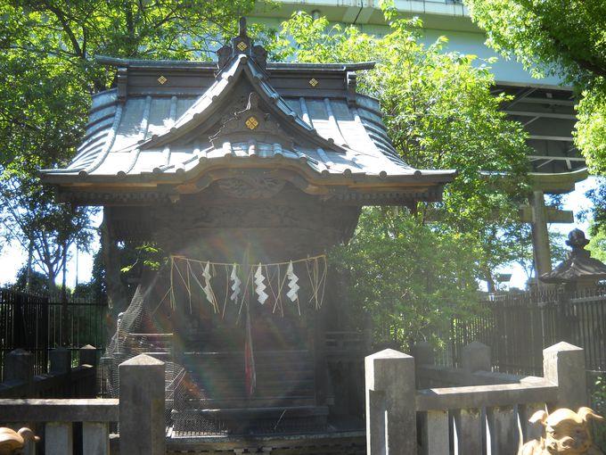 三井家先祖を祀る「顕名霊社」がある