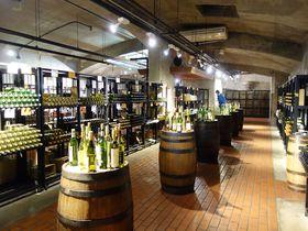 200種の甲州ワインを1,100円で飲み比べ!「ぶどうの丘」へワイン好き集合