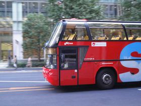 東京駅から爽快バスの旅 天井が青空!!2階建てオープンバスから東京見物