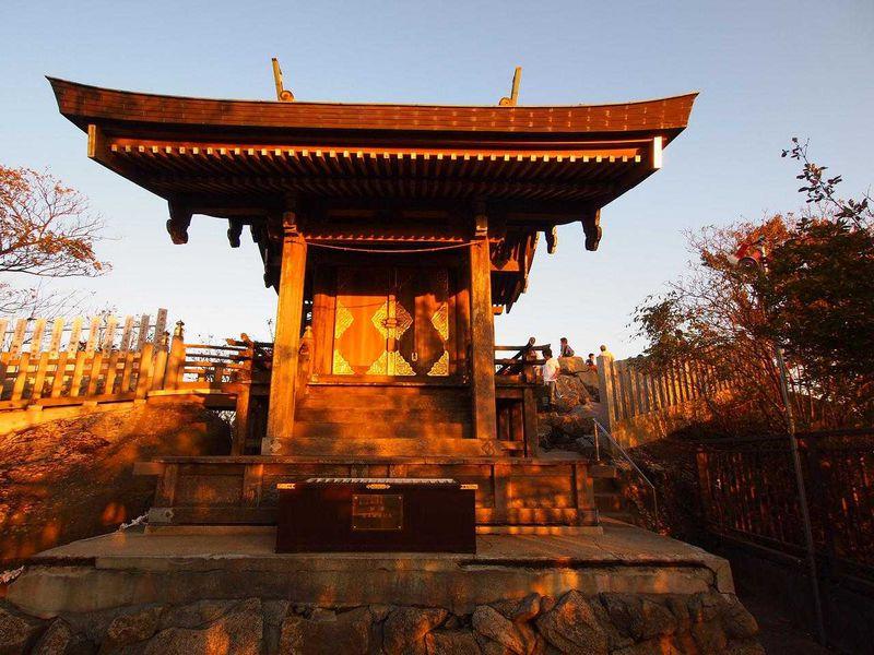 お山全体がご神域 霊峰・筑波山神社の山頂本殿へ登山参り