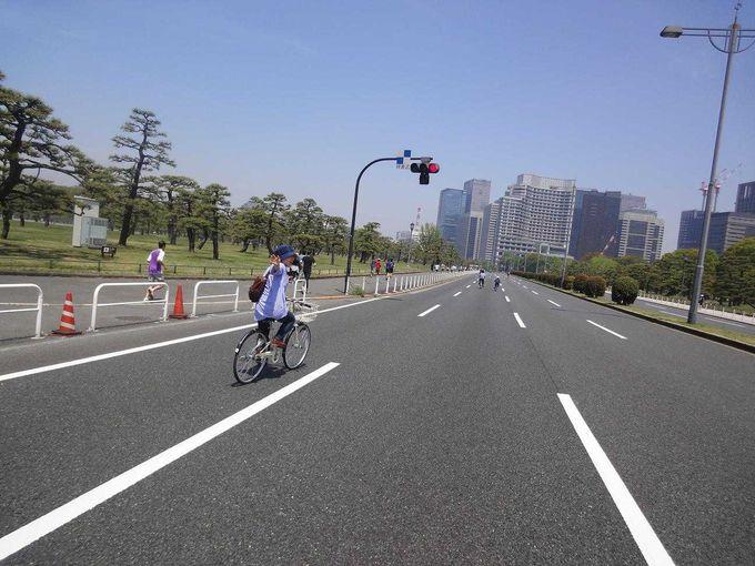 丸の内摩天楼を爽快サイクリング