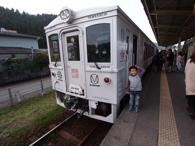 きりっと凛々しい純白の列車