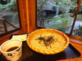マイナスイオンを全身にチャージ!!「月待ちの滝」のうまい空気とうまい蕎麦