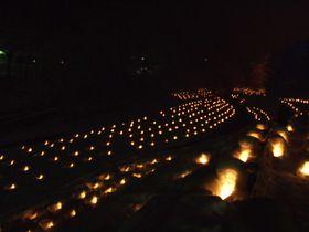 夜景遺産 銀世界を無数のゆらめく灯りで彩る「湯西川温泉かまくら祭」