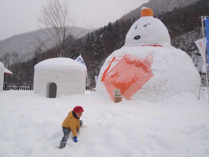 昼間はおもいっきり雪遊び