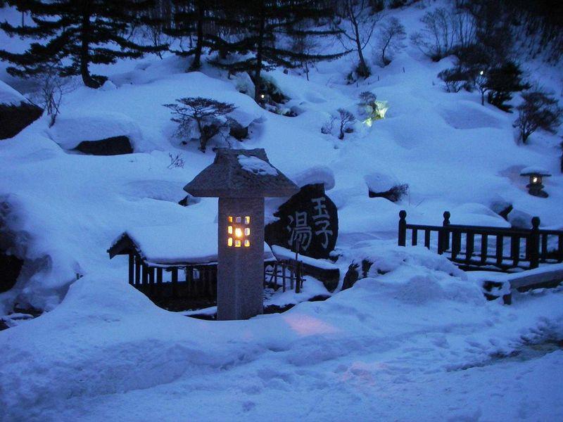 タマゴの匂いは新鮮な温泉の証拠 高湯温泉「旅館玉子湯」であったか雪見風呂