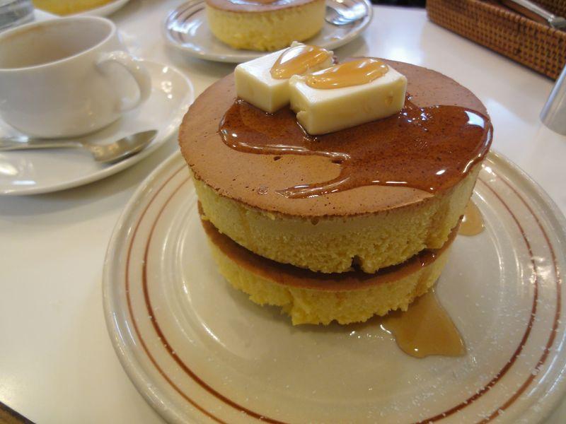 厚さ8cmの甘〜い誘惑 鎌倉名物イワタコーヒー店の極厚ホットケーキ