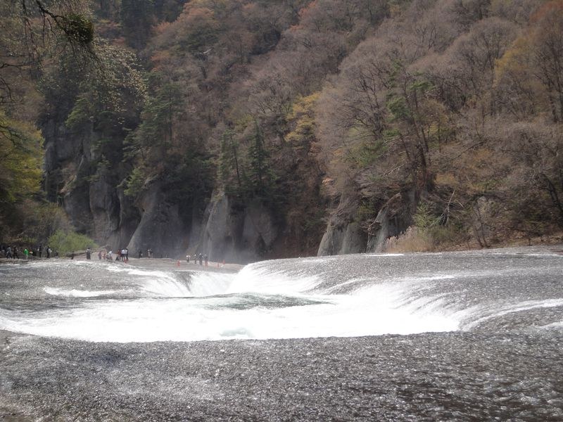 行くなら断然5月!!「東洋のナイアガラ」と称される大迫力の吹割の滝へ