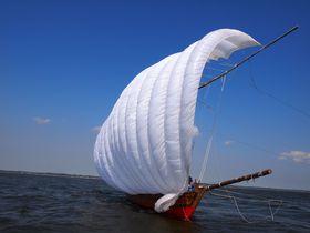 白い帆いっぱいにロマンと云う風を乗せて湖上を走る 霞ヶ浦帆引き船