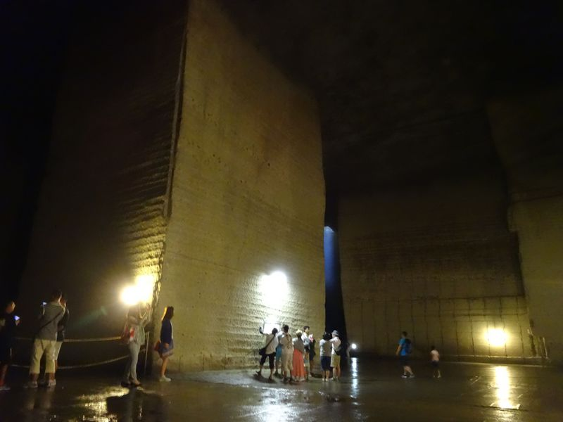 平均気温8度 ローマ神殿のような巨大地下空間へ潜入!!荘厳で神秘的な大谷石採掘場跡【栃木県宇都宮市】