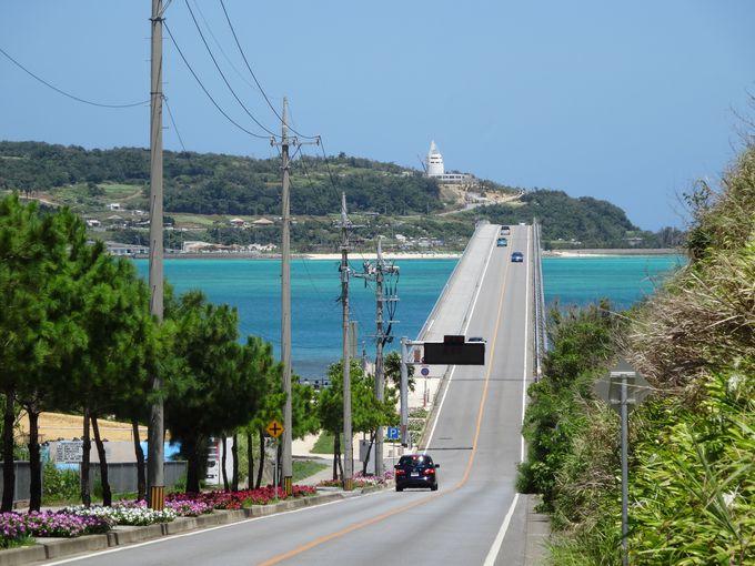 真っ青な海の上を走る古宇利大橋は絶景ドライブコース