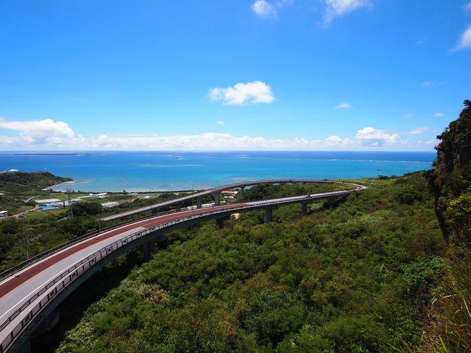 ベスト2:海に向かってドライブ「ニライカナイ橋」