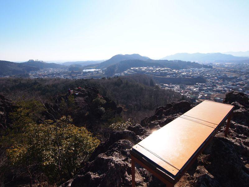 標高328mだけど凄い!!栃木百名山・岩山の絶景ベンチと天然アスレチックに挑戦しよう