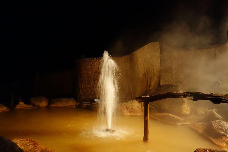 日本でココだけ!!吹き出す間欠泉を眺める山形「間欠泉 湯の華」