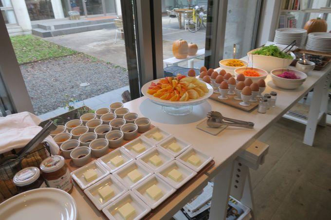 散策後は、契約農家から届く新鮮で鮮やかお野菜中心の朝食