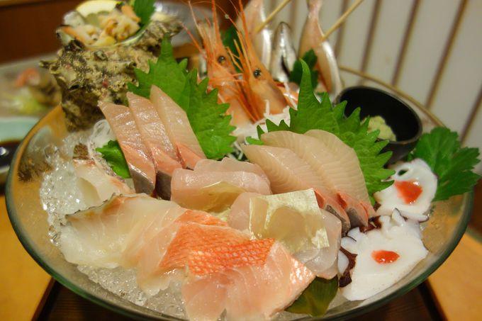 近海で水揚げされた新鮮なお魚づくしの夕食