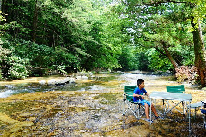 天然の川床でひんやり!!日光の涼スポット霧降川「床滑」