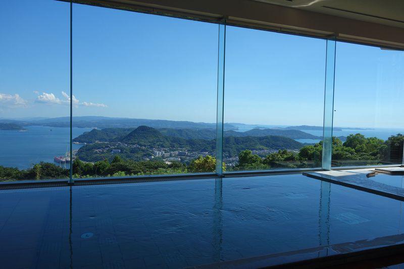 九十九島を眺める絶景風呂!!西海国立公園に建つ「弓張の丘ホテル」は佐世保駅から車で15分