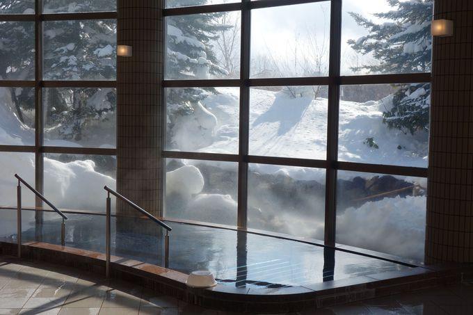 冷えた体を温めてくれる温泉で雪見風呂と星空観賞も