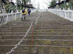 傾斜40度86段!!出世の階段を登ってお参りしたい「愛宕神社」