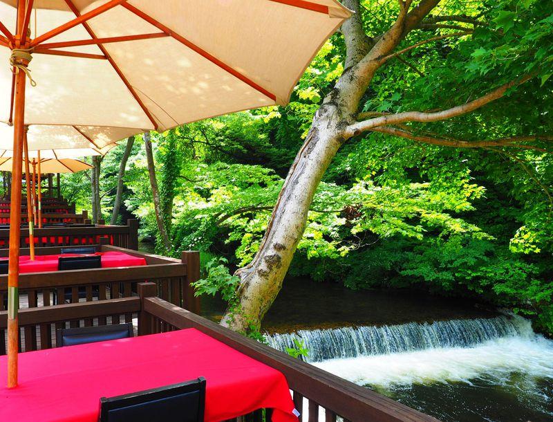 鶴ヶ城から車で10分!!川風が心地よい「東山温泉 原瀧」の川床ランチ