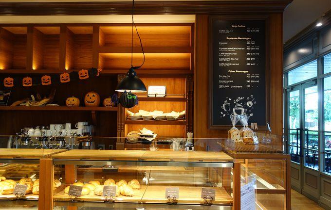 忙しい朝はベーカリーでサクッとおいしい焼き立てパンの朝食