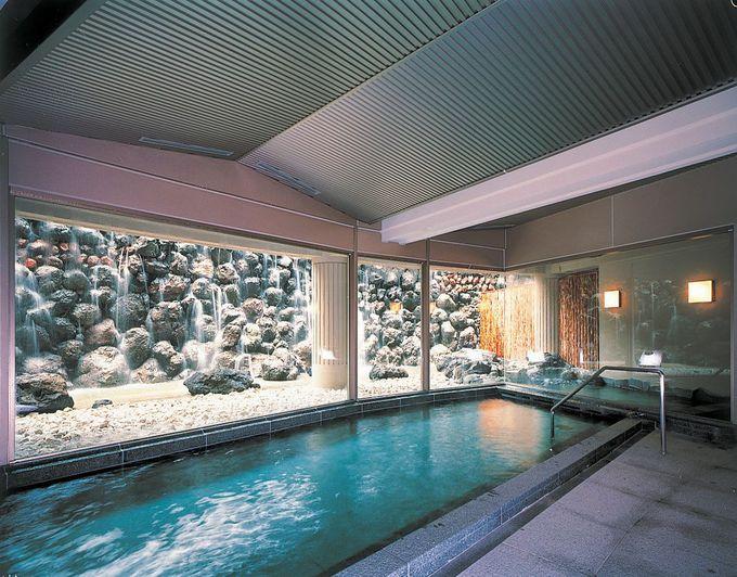 三世代旅行にも最適な客室や大浴場も備える「メインウィング」