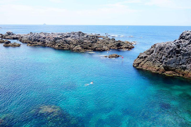神津島「赤崎遊歩道」の美しすぎる海で遊ぼう!まるで天然の水族館