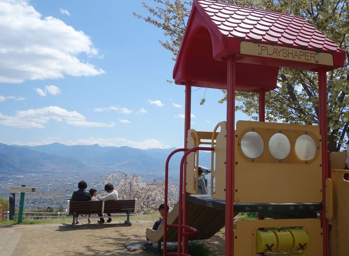子どもも大人もニコニコの贅沢な公園